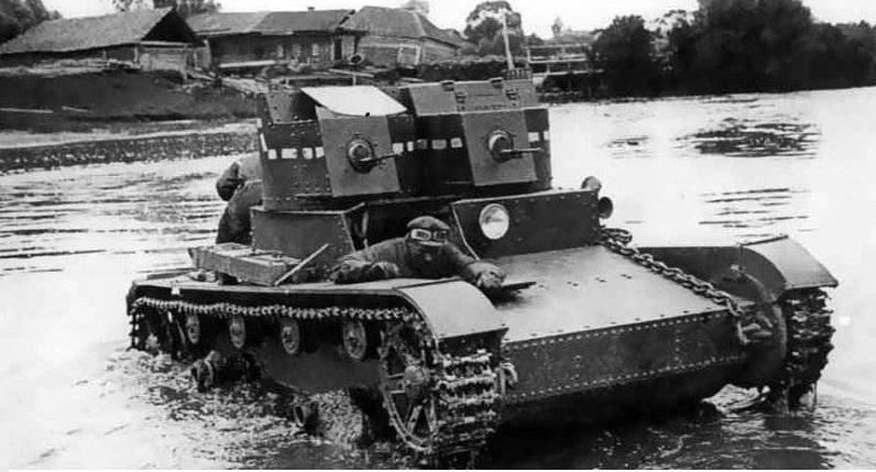 Танк Т-26 в реке