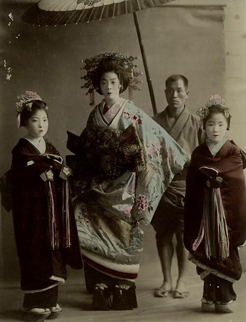 Японская куртизанка и ее сопровождение