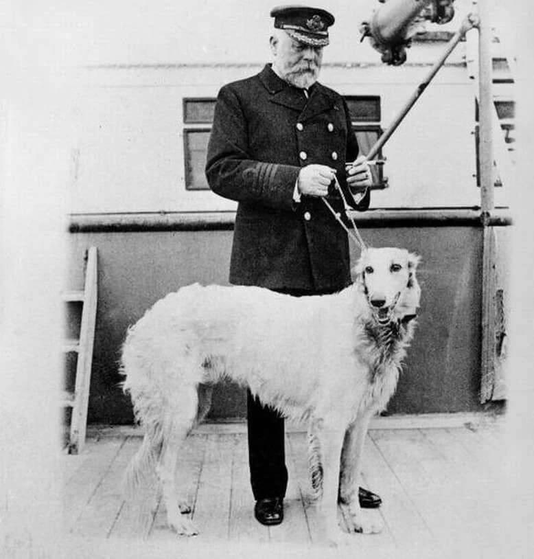 Капитан Титаника с собакой