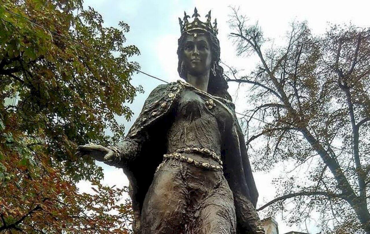 Памятник Анны