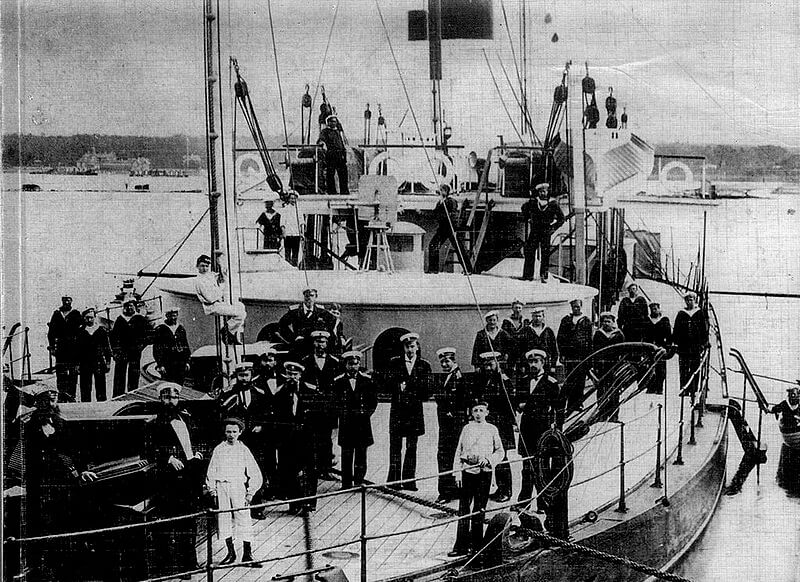На палубе броненосной лодки Русалка.