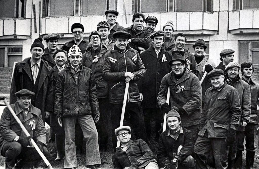 Первый секретарь Свердловского обкома КПСС Борис Ельцин во время коммунистического субботника по строительству госпиталя для инвалидов Великой Отечественной войны