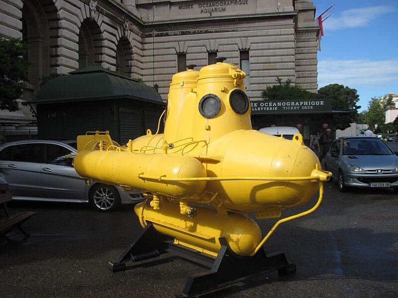 Подводная лодка Жак-Ива Кусто в Монако у океанографического музея