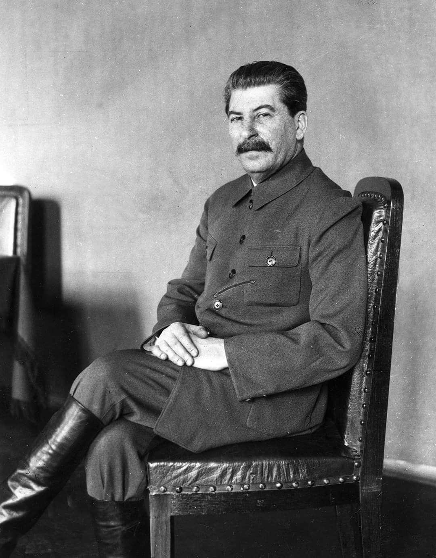 Сталин сидит