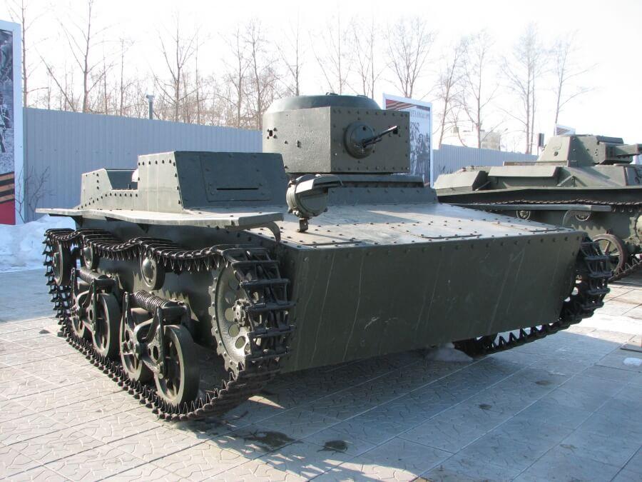 Малый плавающий танк Т-38 в Военном музее города Верхняя Пышма Свердловской области (Россия)