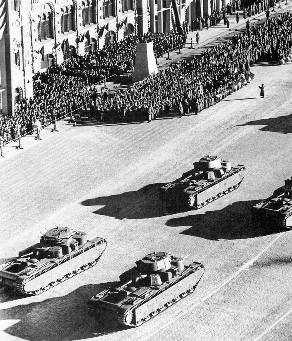 Танки на красной площади Т-35 36 года и Т-35 39года