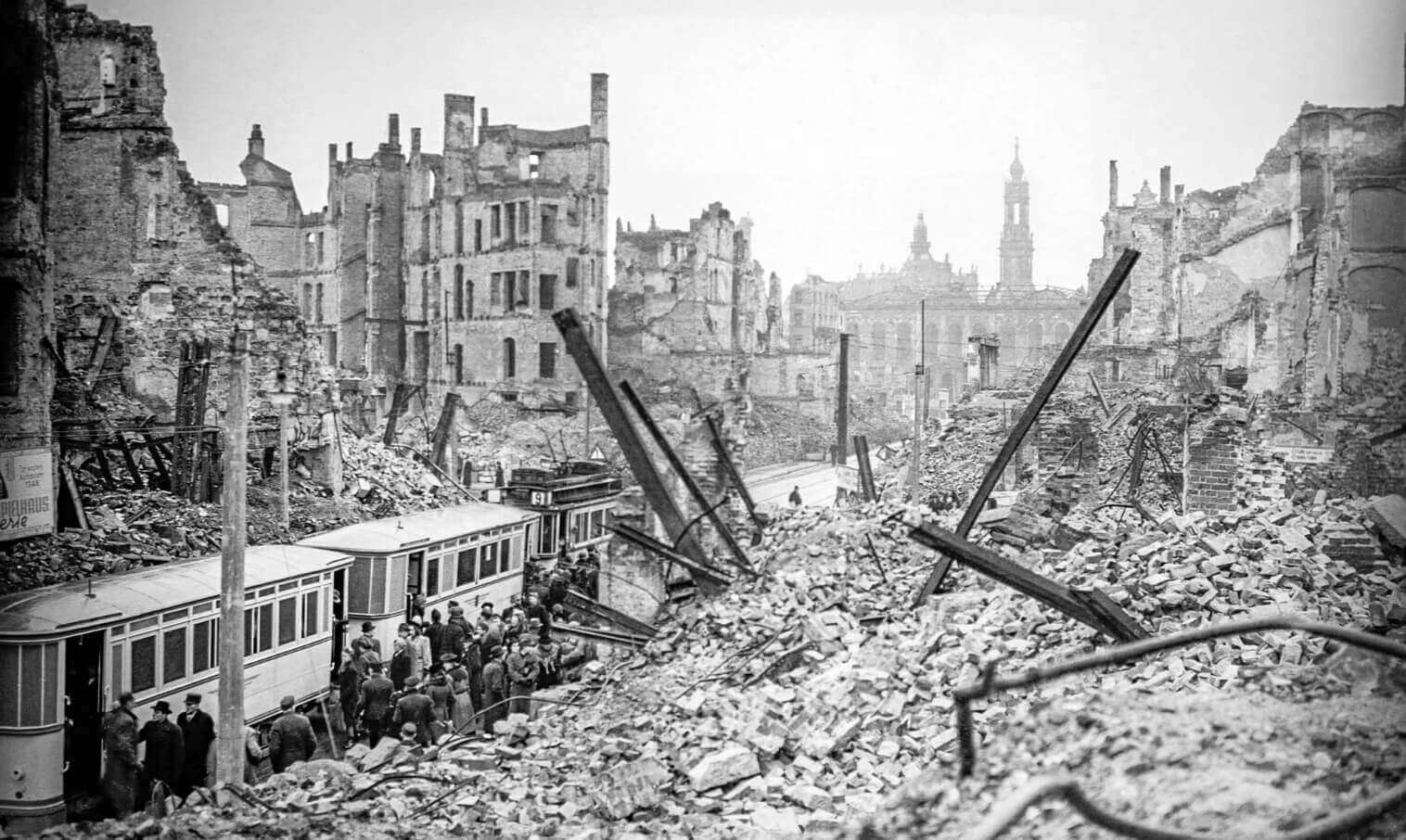 Дрезден в 1945 году