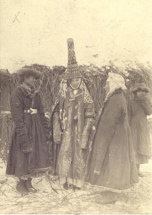 Казахская девушка в свадебном костюме