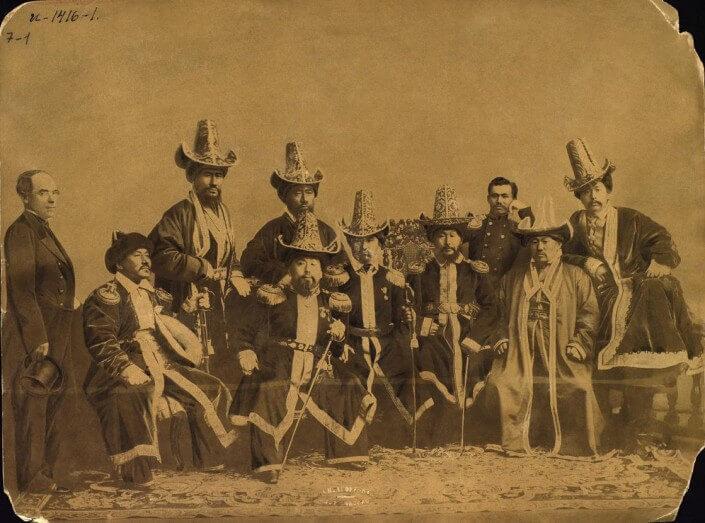 Казахские султаны с представителями российских официальных лиц.