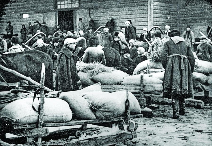 Крестьяне сдают хлеб в Барышевском районе Киевского округа.