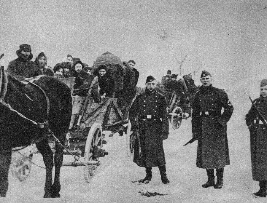 Люблинская область. Конвоирование евреев по дороге в лагерь смерти Белжец