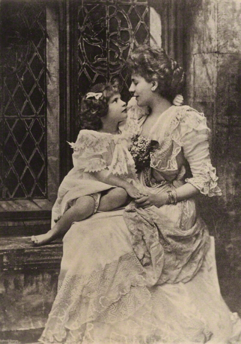 Алиса Кеппел с дочерью Виолеттой