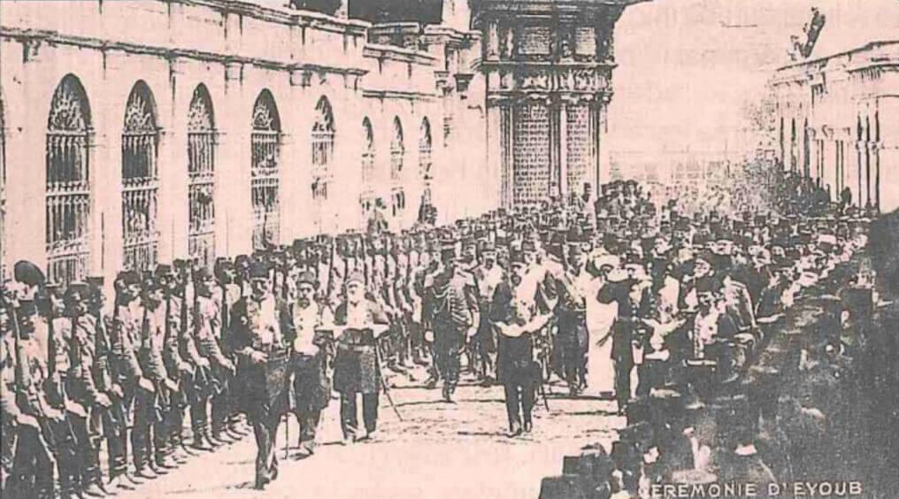 Церемония «процессия меча» перед опоясыванием Мехмеда V.