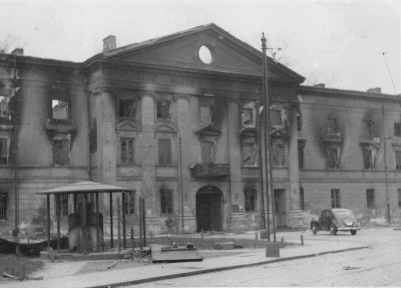 Здание Варшавского юденрата после подавления восстания в гетто