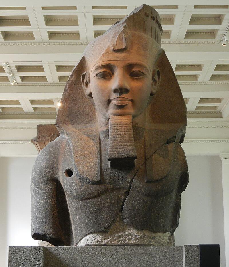 Колосс Рамзеса II / ru.wikipedia.org
