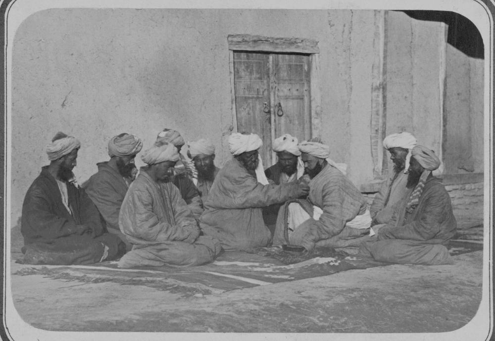 Таджикские ремесленные обряды. Обет. Ритуал кормления хлебом во время посвящения