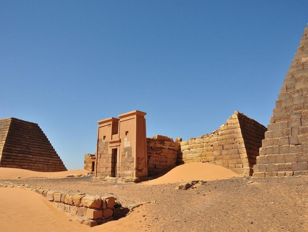 Великая пирамида N6 из пирамид Мероэ после