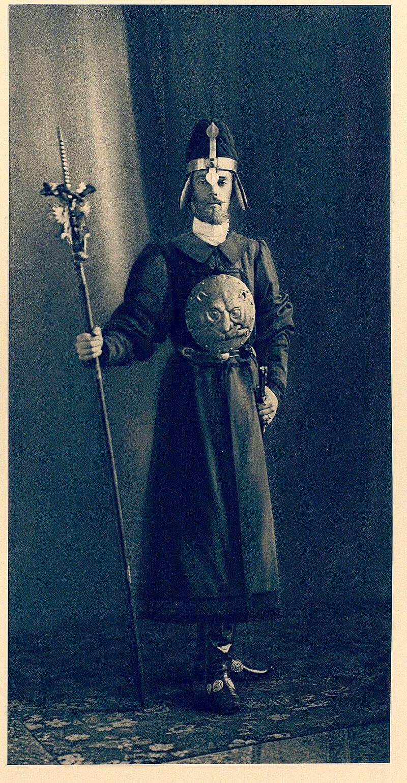 Великий князь Сергей Михайлович на костюмированном балу 1903 года в мундире пушкаря времен царя Алексея Михайловича