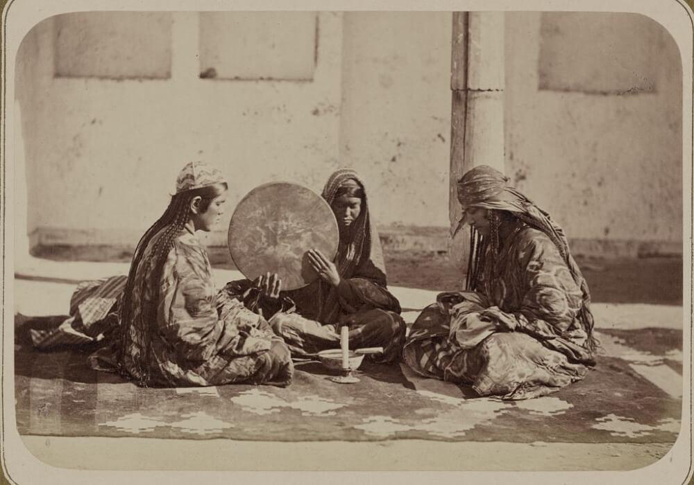 Женские обряды у таджиков, гадание