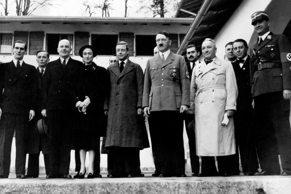 Герцог и герцогиня Виндзорские с Адольфом Гитлером 22 октября 1937 года во время их визита в Бергхоф