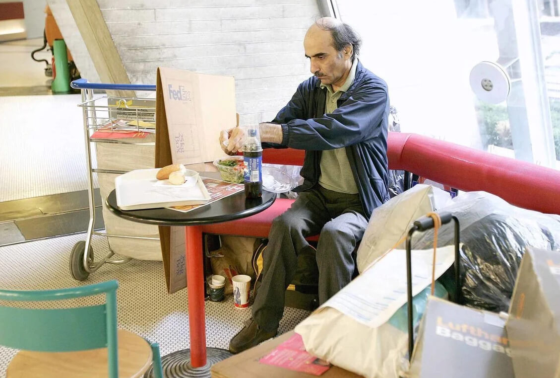 Мехрам Нассери и его «место жительства» в аэропорту