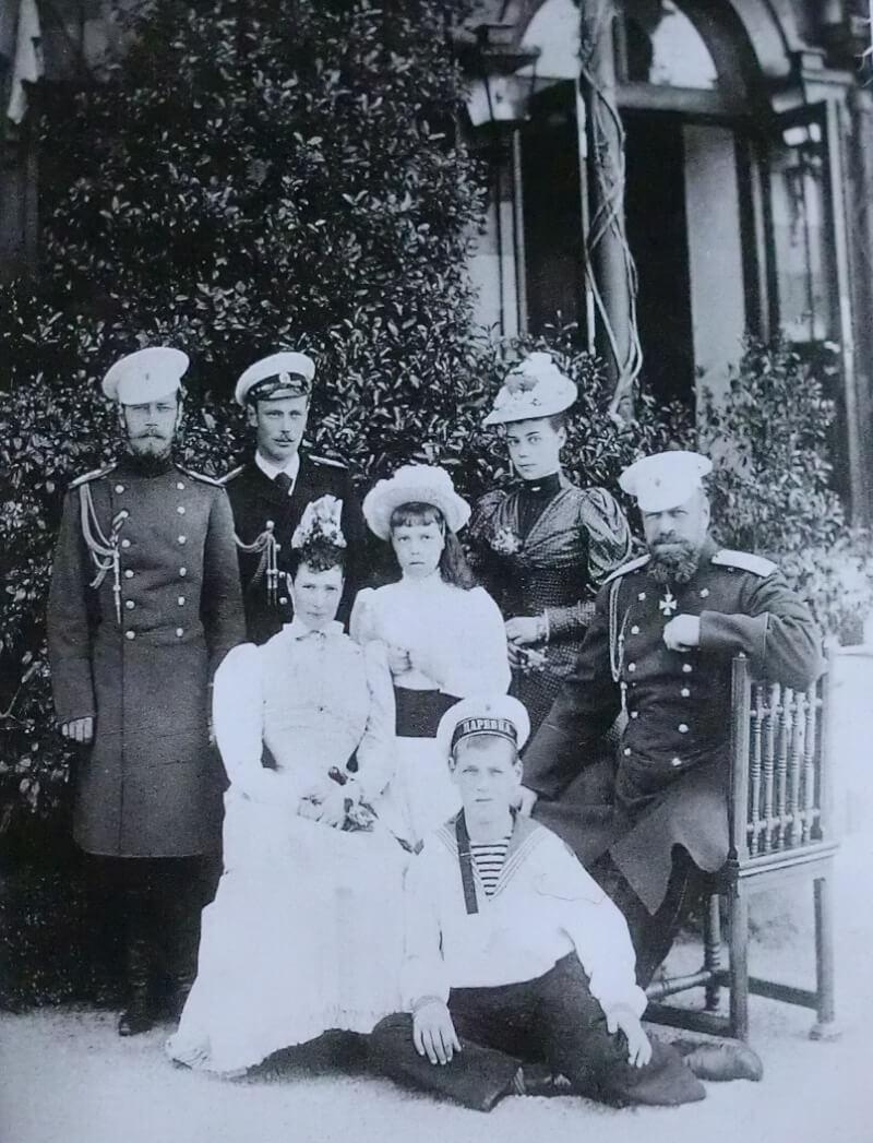Последняя фотография царской семьи Романовых при живом Александре III в Ливадийском дворце, май 1893 года