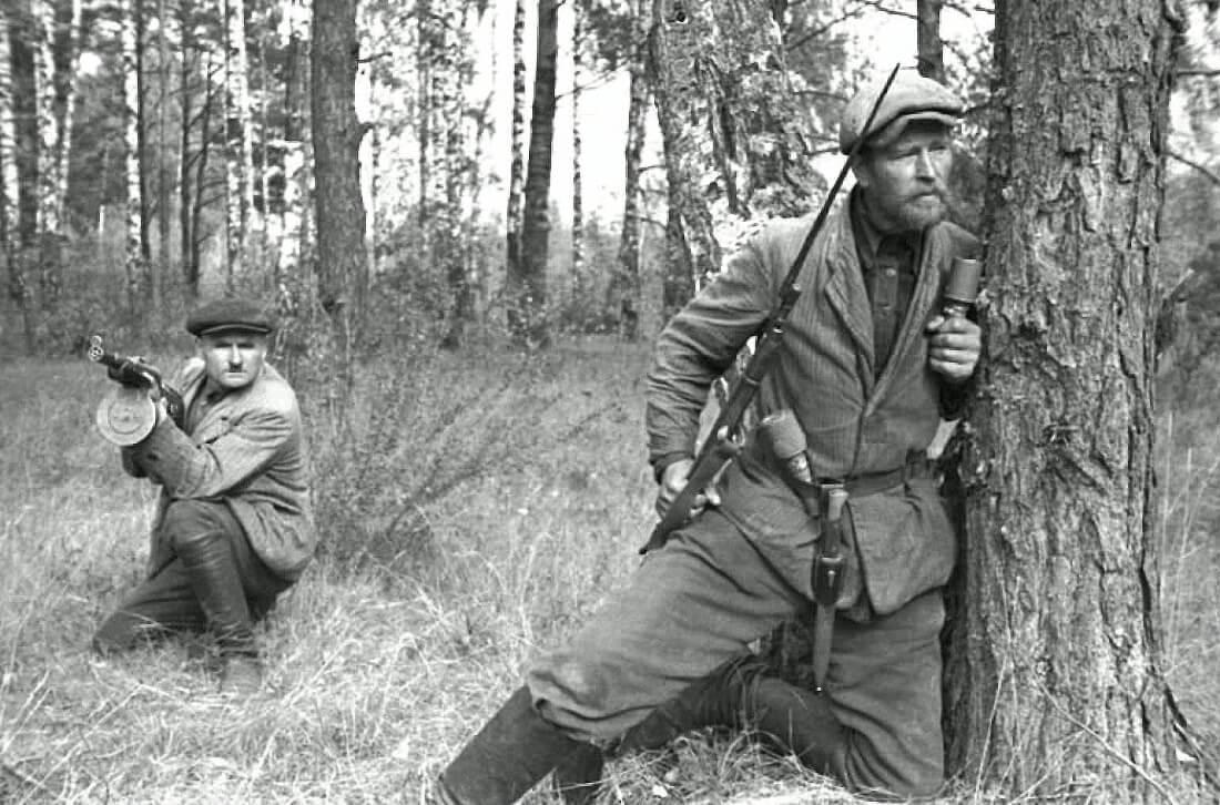 Советские партизаны в Белоруссии (1943)