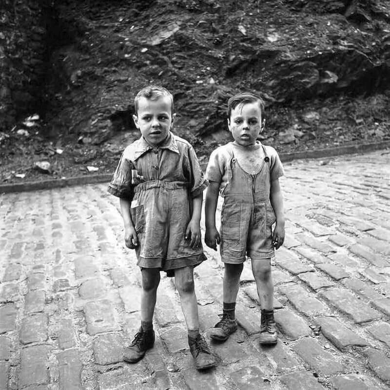 Аль Капоне (справа) и его старший брат, около 1904 года