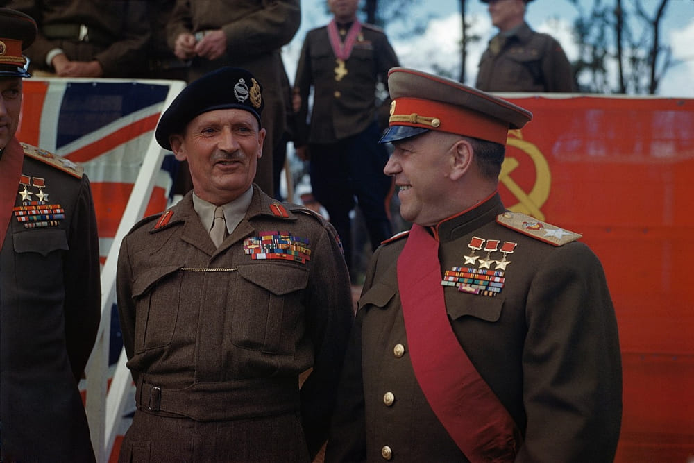 Маршалы Советского Союза Г. К. Жуков и К. К. Рокоссовский с английским фельдмаршалом Монтгомери на церемонии награждения у Бранденбургских ворот Берлина 12 июля 1954 года.