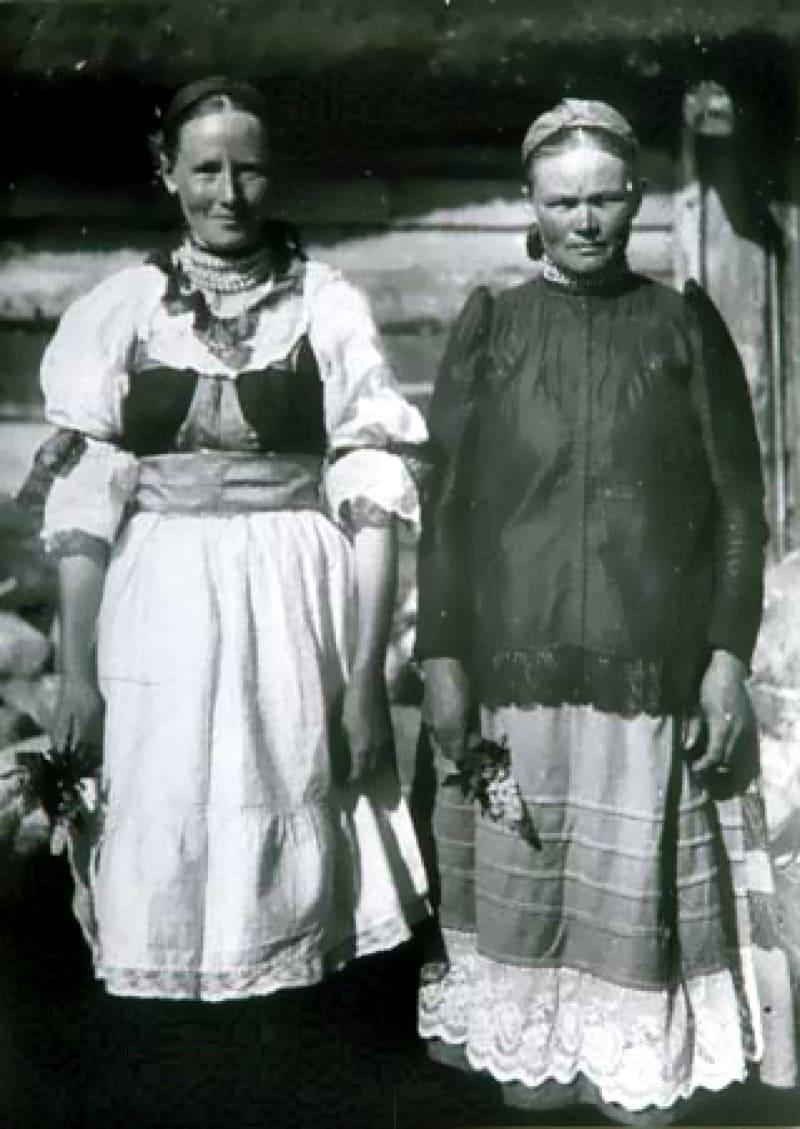 Водские женщины в национальной одежде