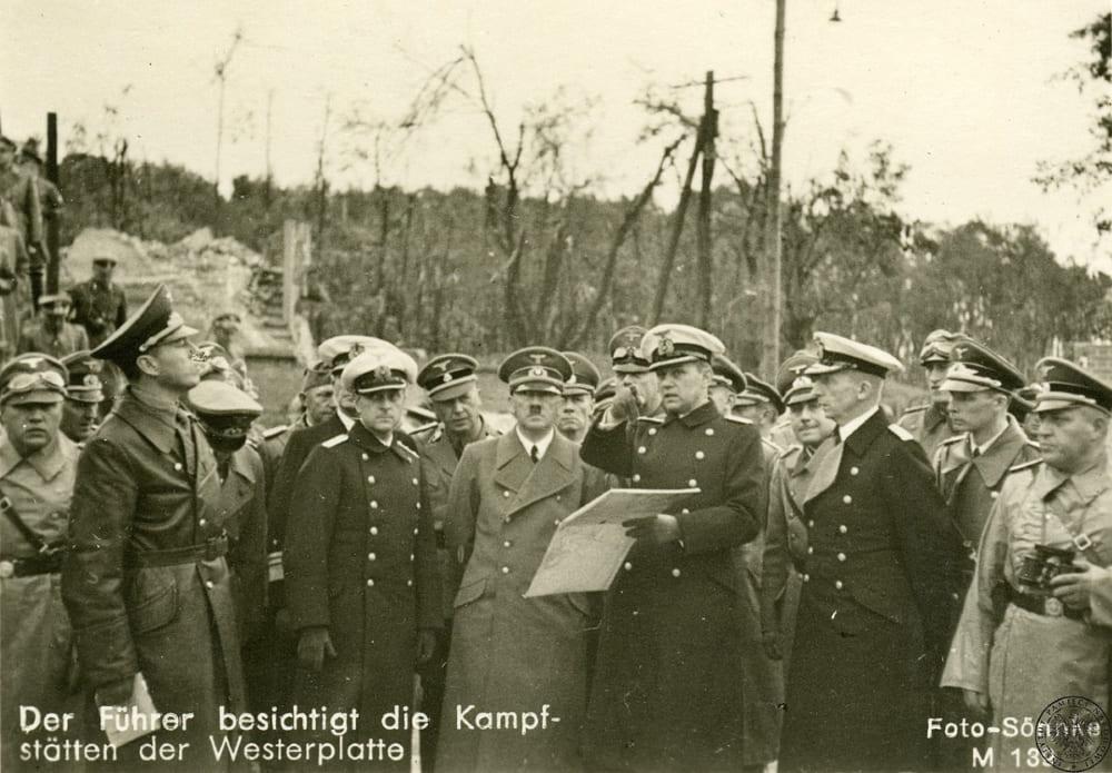 Адольф Гитлер посещает побоище на Вестерплатте
