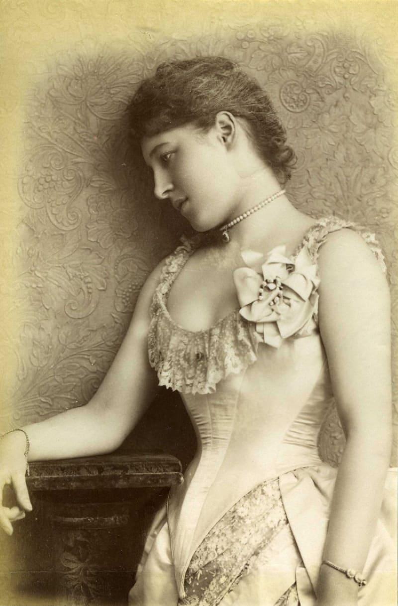 Лилли Лэнгтри в августе 1885 года / Фотограф Уильям Дауни