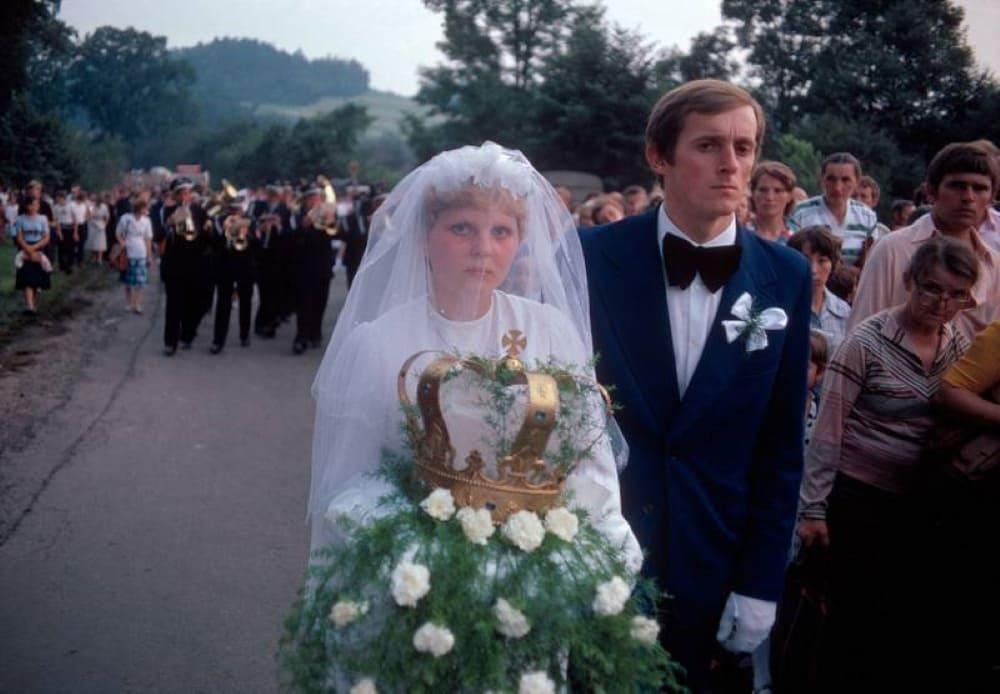Молодожены в праздник Пресвятой Богородицы. Кальвария-Зебжидовска, 1981 год / © Бруно Барби