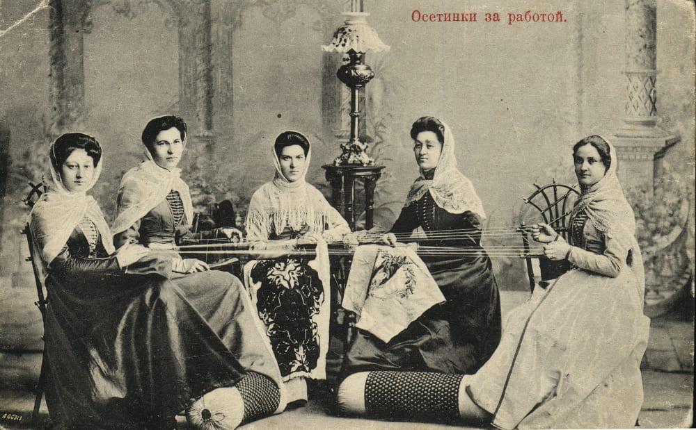 Осетинки за работой (XIX век)