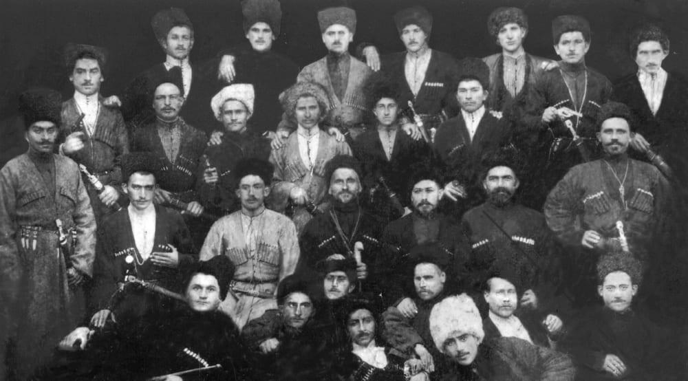 Осетины в традиционной национальной одежде, начало XX века
