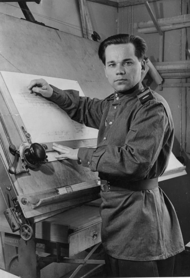 Старший сержант Михаил Калашников в период работы на полигоне НИПСМВО