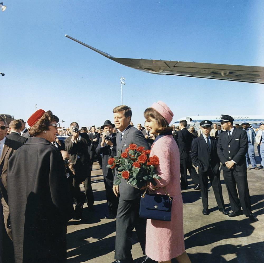 Супруги Кеннеди в аэропорту Лав-Филд, Даллас