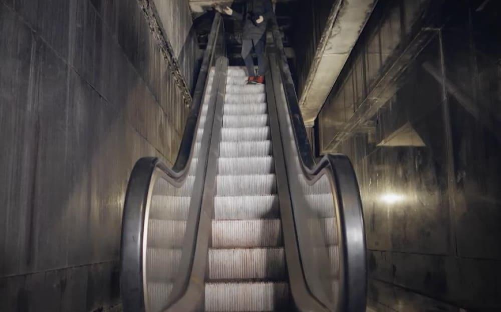 Эскалатор в Мавзолее Ленина. Кадр из документального фильма «Красные башни. Тайны Московского Кремля»