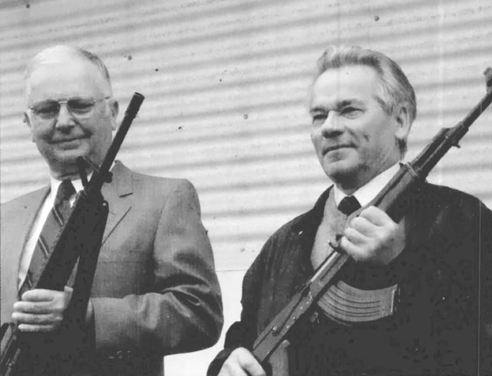 Юджин Стоунер и Михаил Калашников