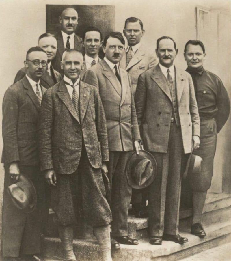 Гитлер с руководством НСДАП в конце 1920-х годов
