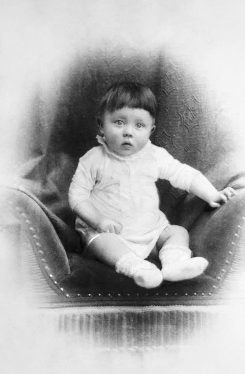 Гитлер в младенчестве