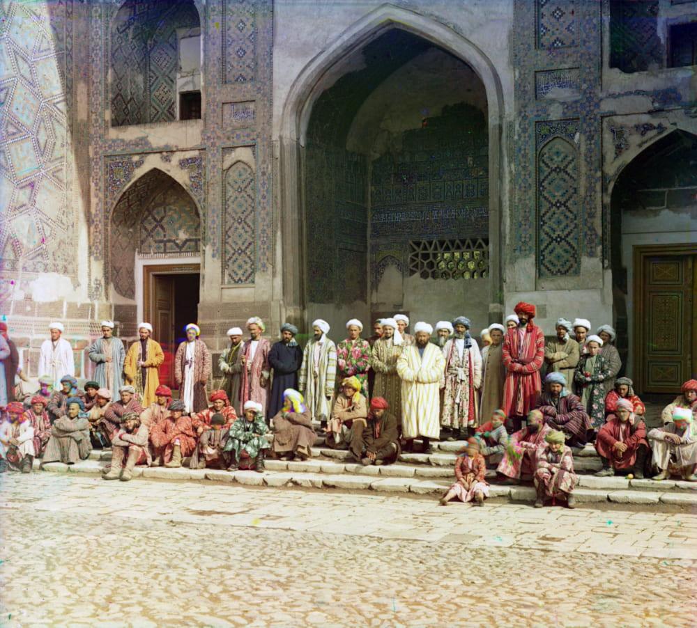 На площади Регистан