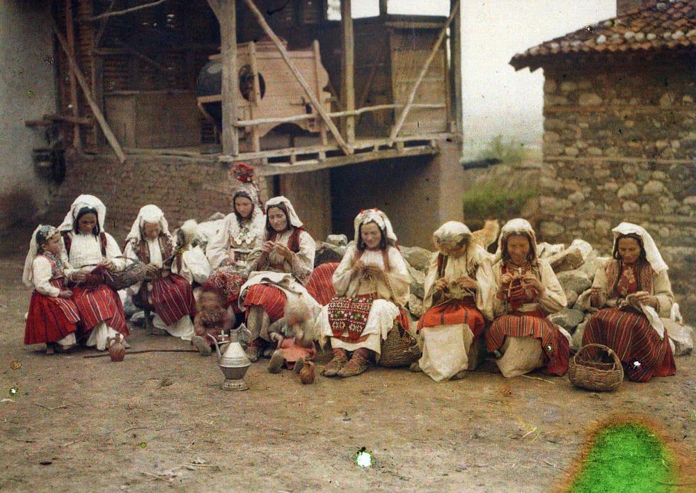 Сербские женщины в традиционном платье, 1913 год