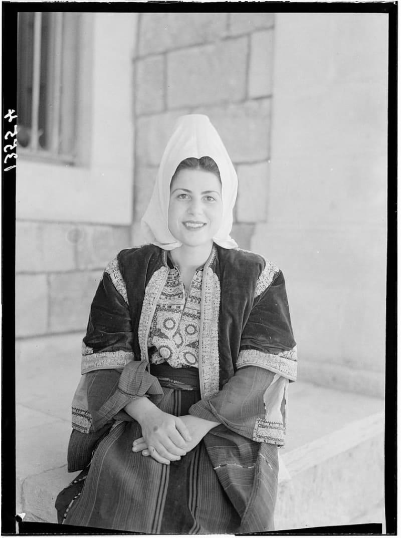 Женщина из Вифлеема, 1940-е годы.