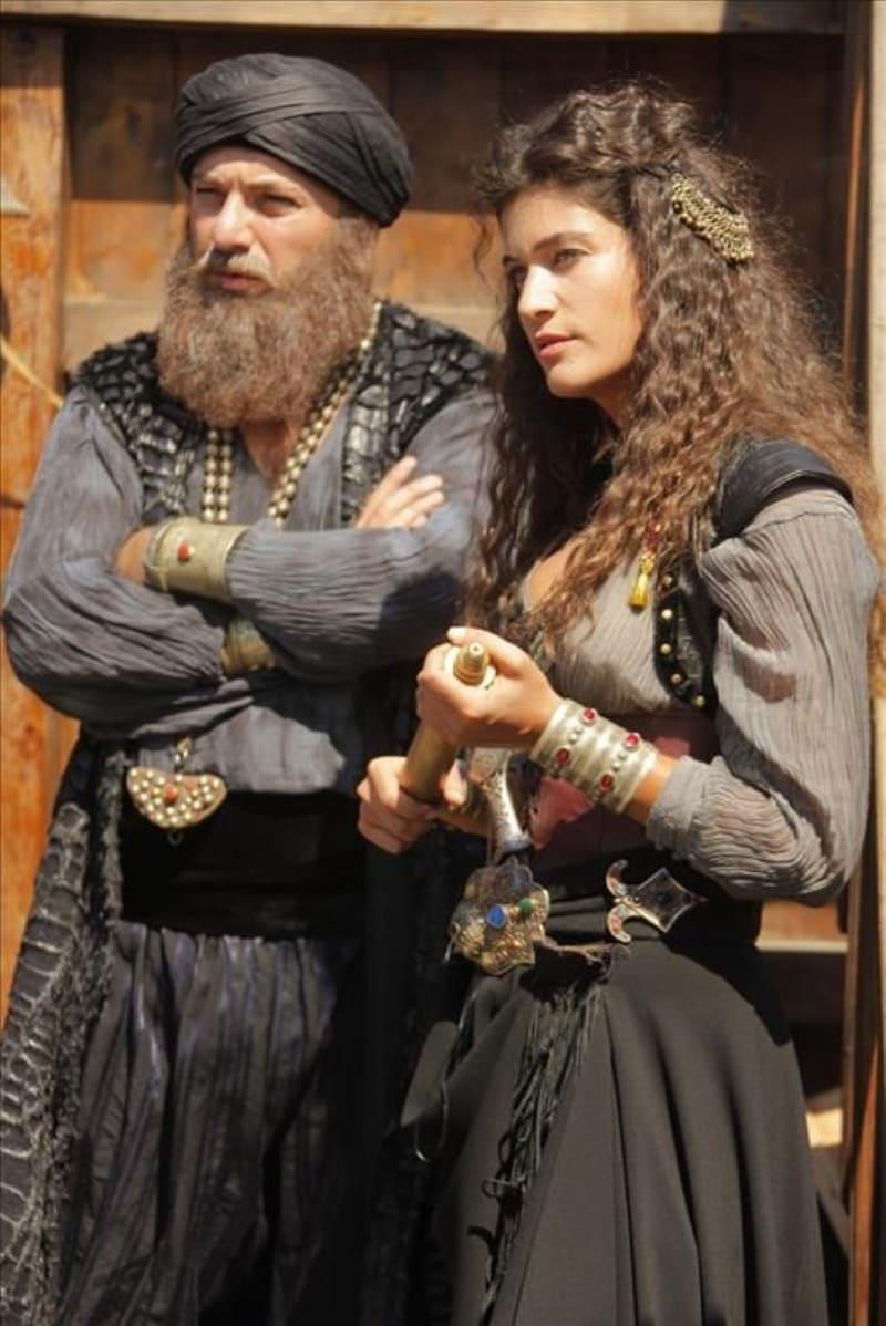 Барбаросса со своей дочерью. Кадр из сериала «Великолепный век»