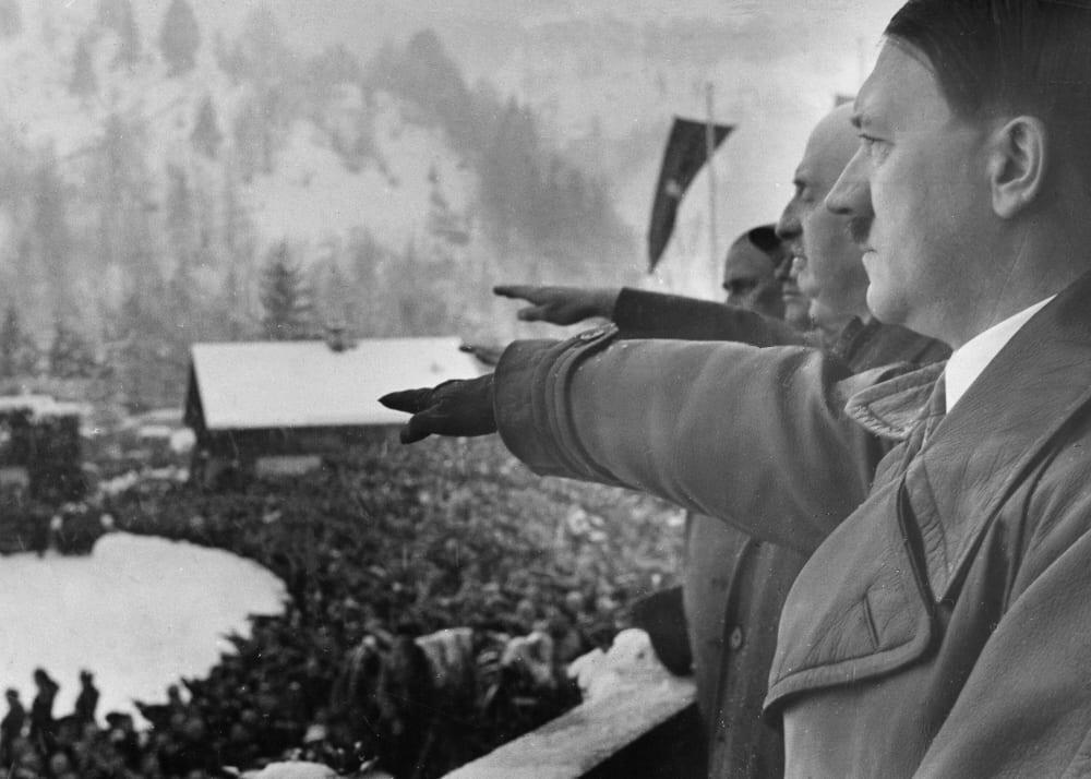 Адольф Гитлер во время церемонии открытия IV Зимних Олимпийских игр, 1936 год