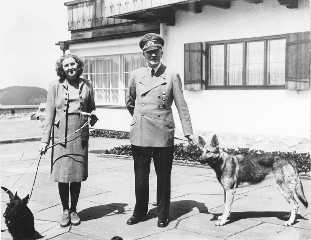 Ева Браун и Гитлер, 14 июня 1942 года / © Федеральный архив Германии