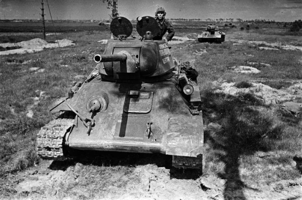 Т-34 с литой шестигранной башней.
