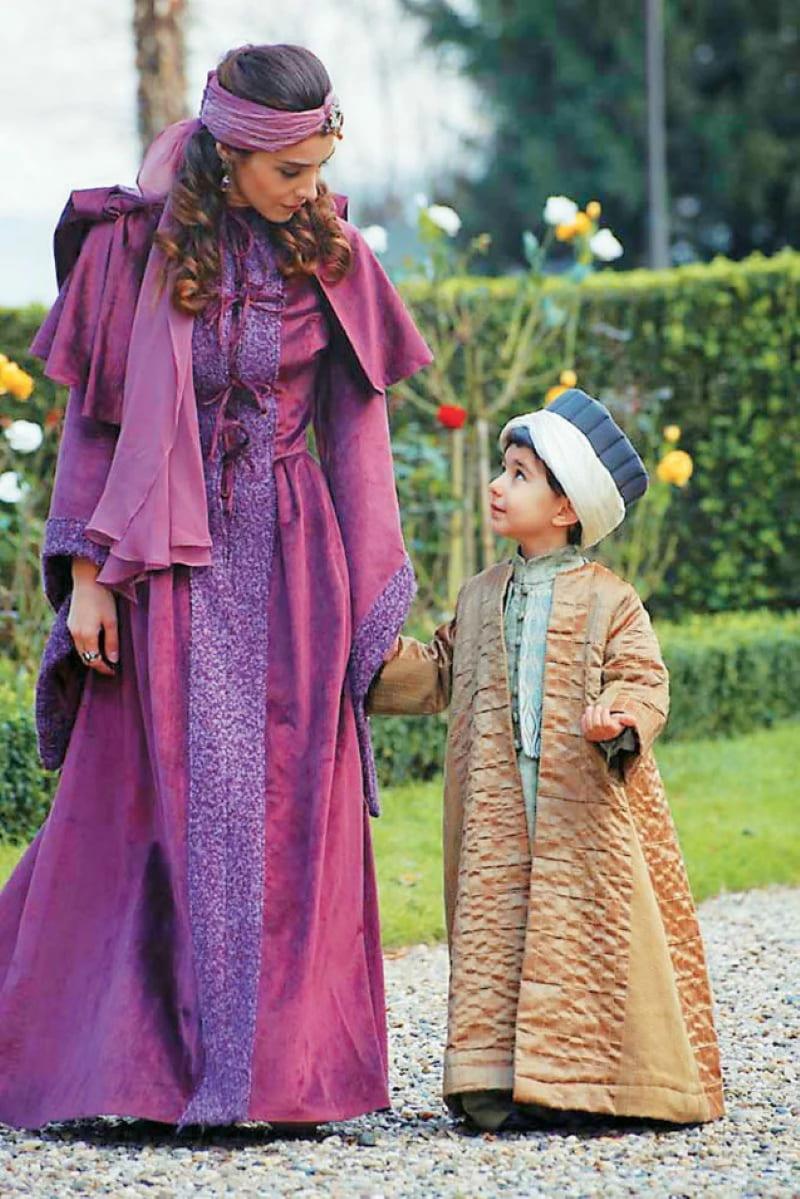 Образ юного шехзаде Мустафы и его матери Махидевран в сериале «Великолепный век»